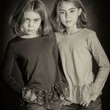Photo portrait de soeurs jumelles